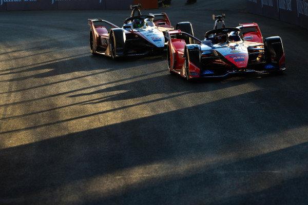 Jérôme d'Ambrosio (BEL), Mahindra Racing, M6Electro leads Felipe Massa (BRA), Venturi, EQ Silver Arrow 01