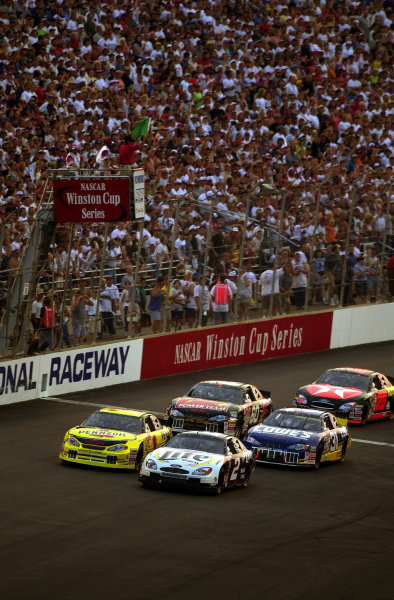 Steve Park (L) and Polesitter Rusty Wallace lead the field over the starting line.NASCAR Pontiac Excitement 400 at Richmond International Raceway Richmond, Virginia, USA 6 May,2000-F Peirce Williams 2000 LAT PHOTOGRAPHIC