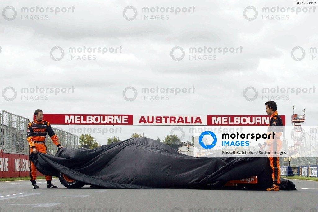 L-R: Heinz-Harald Frentzen (GER) and team mate Enrique Bernoldi (BRA) unveil the Arrows Cosworth A23.Arrows Cosworth A23 LaunchAustralian Grand Prix, Albert Park, Melbourne, 27 February 2002DIGITAL IMAGE