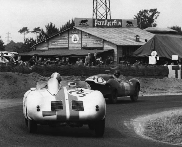 Le Mans, France. 22nd - 23rd June 1957.Ed Hugus/Carel Godin de Beaufort (Porsche 550A), 8th position, follows Jack Brabham/Ian Raby (Cooper T39 Climax), 15th position, action. World Copyright: LAT Photographic.Ref: Autocar Used Pic 28th June 1957 Pg 892.