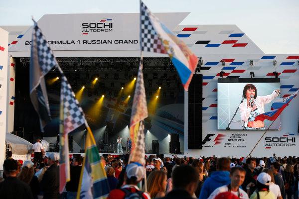 Sochi Autodrom, Sochi, Russia. Sunday 12 October 2014. The F1 concert in full swing. World Copyright: Charles Coates/LAT Photographic. ref: Digital Image _J5R4146