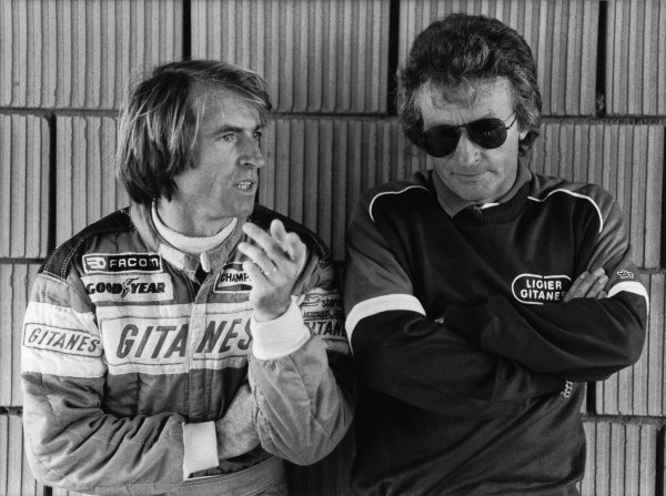1980 Formula 1 World Championship. Jaques Laffite and Gerard Ducarouge in conversation in the pits, portrait.  World Copyright: LAT Photographic.  Ref:  B/W Print.