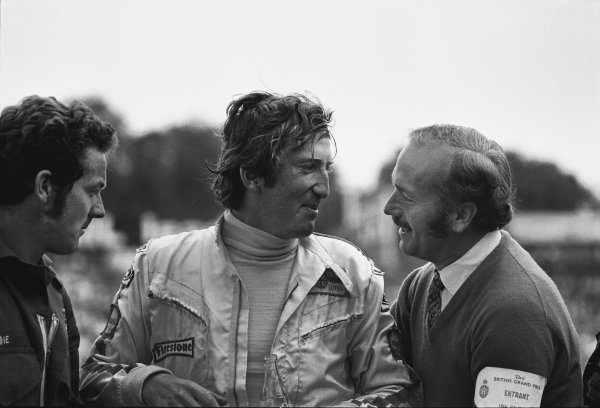 Brands Hatch, England.16-18 July 1970.Jochen Rindt (Lotus 72C Ford), 1st position, with team boss, Colin Chapman, portrait.World Copyright:  LAT Photographic.Ref: 3200 - 11A.
