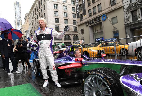 2016/2017 FIA Formula E Championship. Round 9 - New York City ePrix, Brooklyn, New York, USA. Friday 14 July 2017. Richard Branson poses for a photo with a DS Virgin Racing, Spark-Citroen, Virgin DSV-02. Photo: Sam Bagnall/LAT/Formula E ref: Digital Image DSC_0687