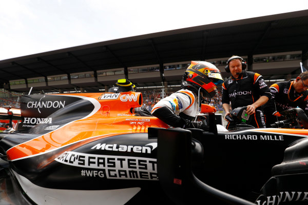 Red Bull Ring, Spielberg, Austria. Sunday 09 July 2017. Stoffel Vandoorne, McLaren, arrives on the grid. World Copyright: Steven Tee/LAT Images ref: Digital Image _O3I8375