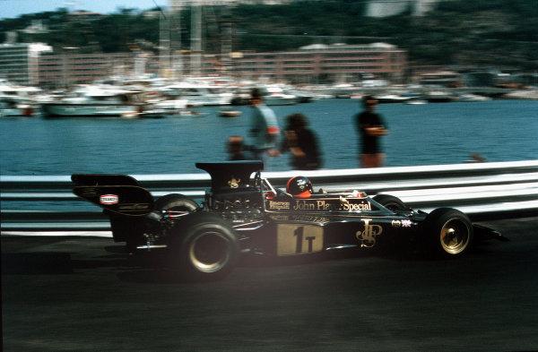 Monte Carlo, Monaco.31/5-3/6 1973.  Emerson Fittipaldi (Lotus 72 Ford) in practice.  World Copyright - LAT Photographic