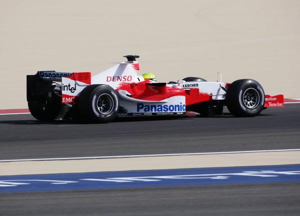 2005 Bahrain Grand Prix - Friday Practice, Bahrain International Circuit, Manama, Bahrain. 1st April 2005 Ralf Schumacher, Toyota TF105, action.World Copyright: Steve Etherington/LAT Photographic ref: 48mb Hi Res Digital Image Only