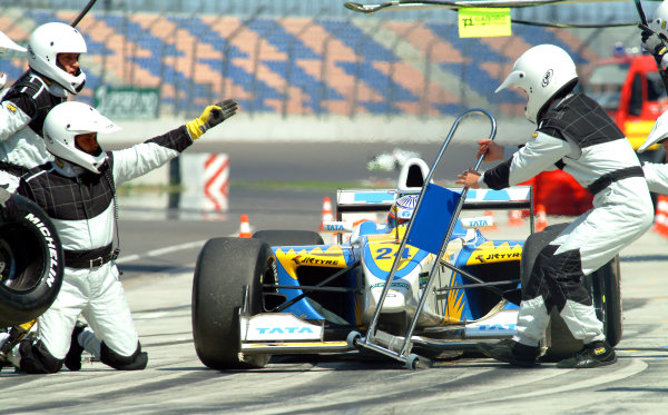 2003 Nissan World Series, Eurospeedway, Lausitz, 19-20 July 2003Narain Karthikeyan, Carlin Motorsport, PitstopPhoto: Guenter Reinhold/LAT PhotographicRef: Digital image only