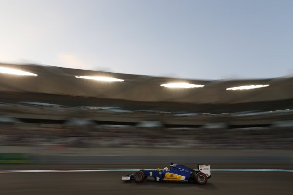 Yas Marina Circuit, Abu Dhabi, United Arab Emirates. Saturday 28 November 2015. Marcus Ericsson, Sauber C34 Ferrari. World Copyright: Alastair Staley/LAT Photographic. ref: Digital Image _R6T3049