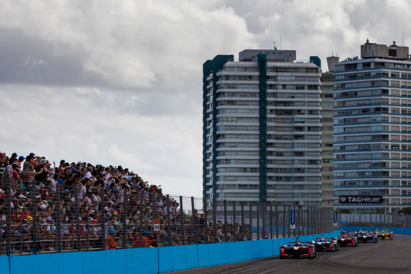 2015/2016 FIA Formula E Championship. Punta del Este ePrix, Punta del Este, Uruguay. Saturday 19 December 2015. Jerome D'Ambrosio (FRA) Dragon Racing - Venturi VM200-FE-01 leads the field at the start of the race. Photo: Zak Mauger/LAT/Formula E ref: Digital Image _L0U8373