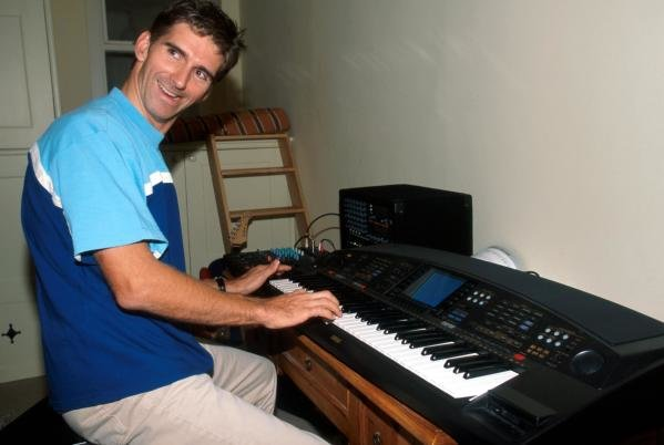 Damon Hill (GBR) shows off his music skills at home.Home Feature, Dublin, Eire, 12 October 1998.