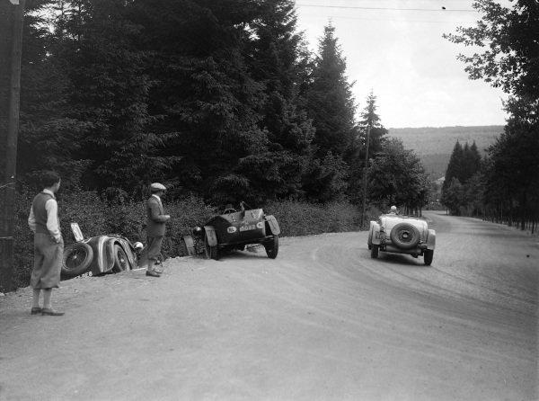 Raymond Sommer / Jean Delemer, Chrysler, passes the abandoned Rally of Antoine / Antony (#30) and Lancia of Hertzberger / Guillaume.