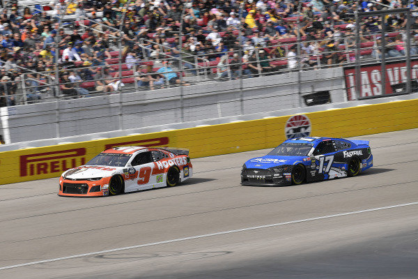 #9: Chase Elliott, Hendrick Motorsports, Chevrolet Camaro Hooters and #17: Ricky Stenhouse Jr., Roush Fenway Racing, Ford Mustang