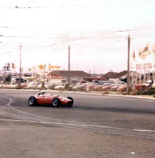 1960 Portuguese Grand Prix.Porto, Portugal.12-14 August 1960.Phil Hill (Ferrari Dino 246).Ref-3/0194A.World Copyright - LAT Photographic