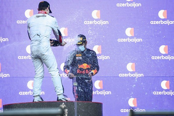 Ralph Boschung (CHE, Campos Racing), 2nd position, and Jehan Daruvala (IND, Carlin), 3rd position, spray Champagne
