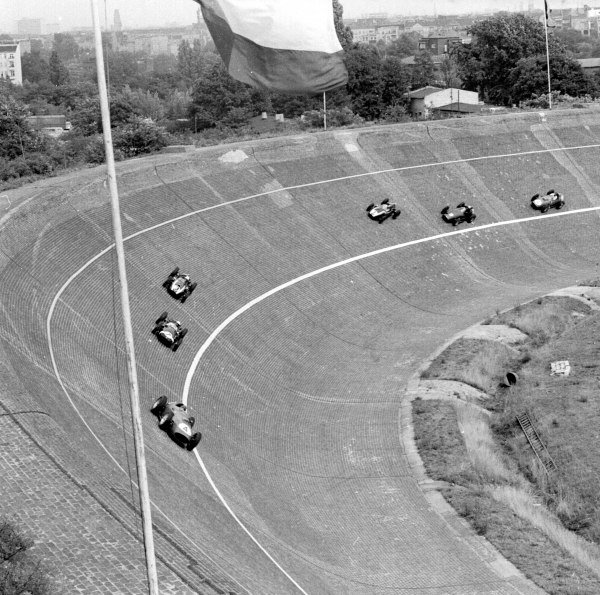 1959 German Grand Prix.Avus, Berlin, Germany.31/7-2/8 1959.Tony Brooks (Ferrari Dino 246) leads Stirling Moss , Masten Gregory, Jack Brabham (all Cooper T51 Climax), Jo Bonnier (BRM P25) and Dan Gurney (Ferrari Dino 246) on the banked North Turn.Ref-4686.World Copyright - LAT Photographic