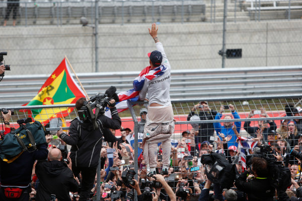 Circuit of the Americas, Austin, Texas, United States of America.  Sunday 25 October 2015. Lewis Hamilton, Mercedes AMG, 1st Position, celebrates with the fans. World Copyright: Andrew Ferraro/LAT Photographic ref: Digital Image _FER0535