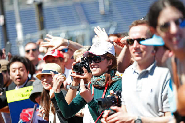 Monte Carlo, Monaco. Friday 22 May 2015. Fans wait for drivers autographs. World Copyright: Alastair Staley/LAT Photographic. ref: Digital Image _79P1449