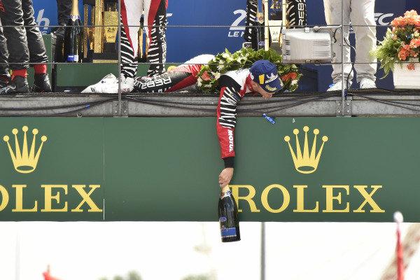 #3 Rebellion Racing Rebellion R-13: Mathias Beche, Gustavo Menezes, Thomas Laurent, podium
