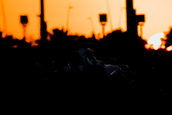 Yas Marina Circuit, Abu Dhabi, United Arab Emirates. Wednesday 29 November 2017. Robert Kubica, Williams FW40 Mercedes.  World Copyright: Zak Mauger/LAT Images  ref: Digital Image _56I7231