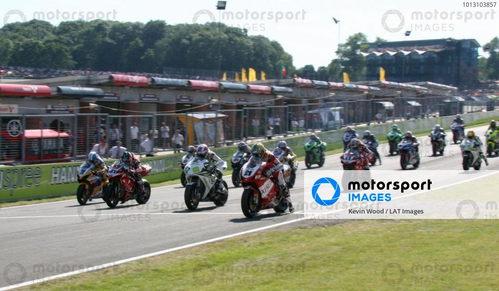 2007 World Superbike Championship. Brands Hatch, England. 3rd - 5th August 2007. Troy Bayliss leads James Toseland, Noriyuki Haga and Yukio Kagayama off the front row of the grid, at the start of race two, action. World Copyright: Kevin Wood/LAT Photographic ref: Digital Image