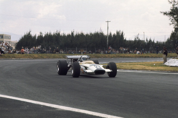 1969 Mexican Grand Prix.  Mexico City, Mexico. 17-19th October 1969.  Pete Lovely, Lotus 49B Ford.  Ref: 69MEX13. World Copyright: LAT Photographic