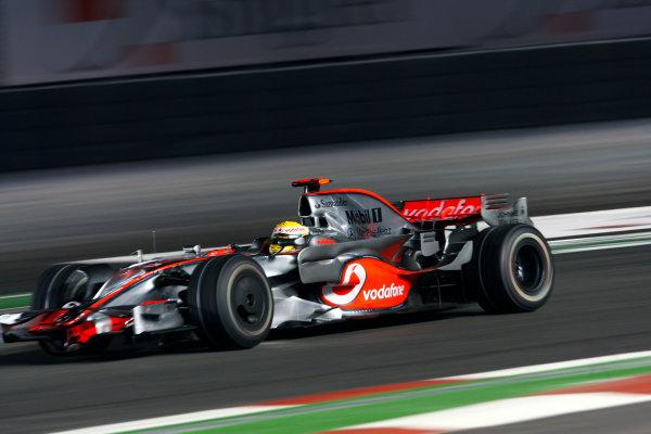 2008 Singaopore GP - Friday PracticeMarina Bay Circuit, Singapore, Singapore.26th September 2008.Lewis Hamilton, McLaren MP4-23 Mercedes. Action. World Copyright: Steven Tee/LAT Photographicref: Digital Image _95U8109