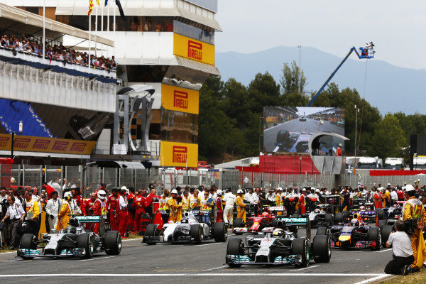 Circuit de Catalunya, Barcelona, Spain. Sunday 11 May 2014. Lewis Hamilton, Mercedes F1 W05 Hybrid, and Nico Rosberg, Mercedes F1 W05 Hybrid, lead the field away for the formation lap. World Copyright: Andy Hone/LAT Photographic. ref: Digital Image _ONZ1596