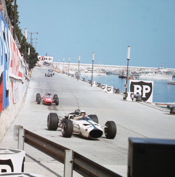Monte Carlo, Monaco. 19-22 May 1966.Bruce McLaren (McLaren M2B Ford) leads Lorenzo Bandini (Ferrari 158/246).Ref-3/2105.World Copyright - LAT Photographic