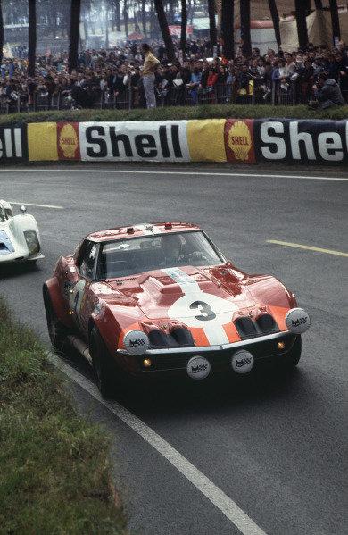 Le Mans, France. 28 - 29 September 1968 Umberto Maglioli/Henri Greder (Chevrolet Corvette), retired, action. World Copyright: LAT Photographic Ref:  68LM44