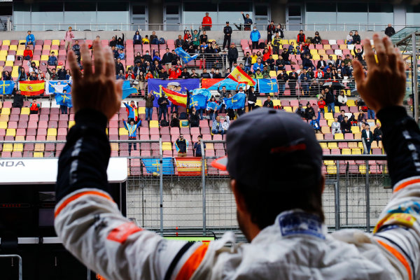 Shanghai International Circuit, Shanghai, China.  Friday 07 April 2017. Fernando Alonso, McLaren, waves to fans in a grandstand. World Copyright: Steven Tee/LAT Images ref: Digital Image _R3I2461