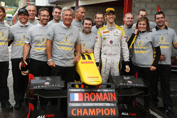 Roman Grosjean (FRA) DAMS celebrates his title win with the team. GP2 Series, Rd 8, Race 1, Spa-Francorchamps, Saturday 27 August 2011.