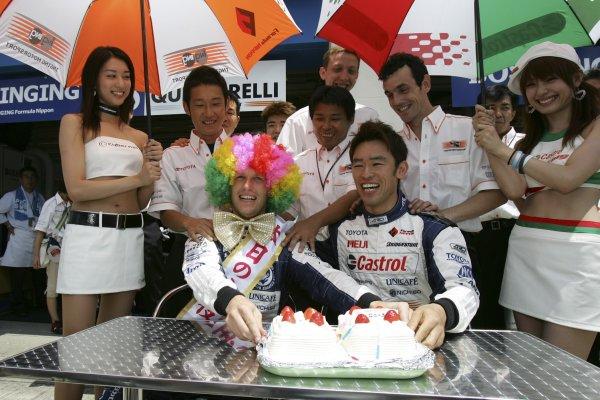 2006 Formula Nippon Championship Autopolis, Japan. 5th - 6th August 2006 Ronnie Quintarelli (BOSS INGING) celebrates his birthday. Portrait. World Copyright: Yasushi Ishihara / LAT Photographic ref: Digital Image 2006FN_R5_011