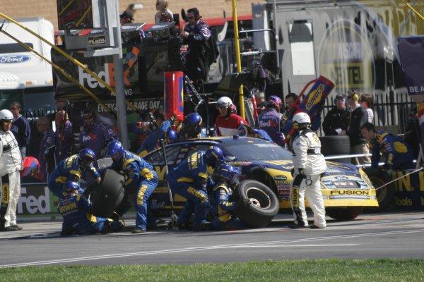 16-18 March 2007, Atlanta Motor Speedway, Atlanta, GAJamie McMurray pits©2007, Lesley Ann Miller, USALAT Photographic