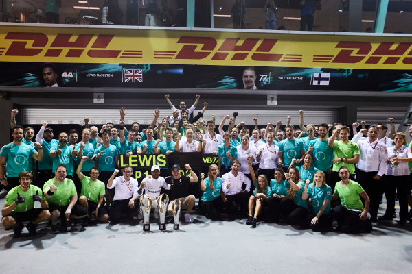 Marina Bay Circuit, Marina Bay, Singapore. Sunday 17 September 2017. Lewis Hamilton, Mercedes AMG, 1st Position, Valtteri Bottas, Mercedes AMG, 3rd Position, and the Mercedes team celebrate. World Copyright: Steve Etherington/LAT Images  ref: Digital Image SNE17402