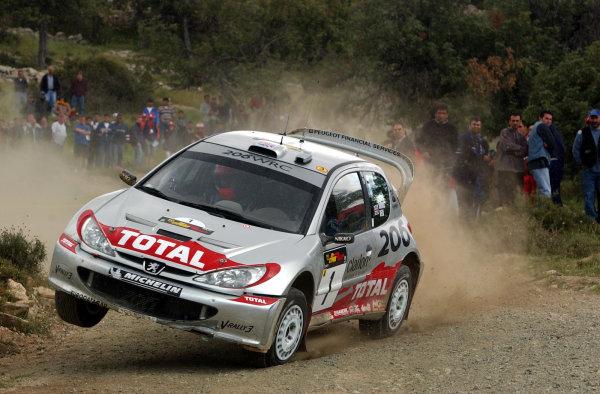 World Rally Championship, Cyprus Rally, April 18-21, 2002.Richard Burns kicks high on Stage 10, Leg 2.Photo: Ralph Hardwick/LAT
