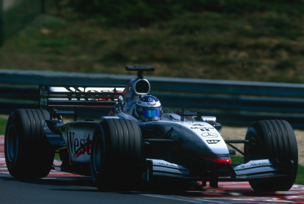2002 Hungarian Grand Prix.Hungaroring, Budapest, Hungary. 16-18 August 2002.Kimi Raikkonen (McLaren MP4/17 Mercedes).Ref-02 HUN 41.World Copyright - Charles Coates/LAT Photographic