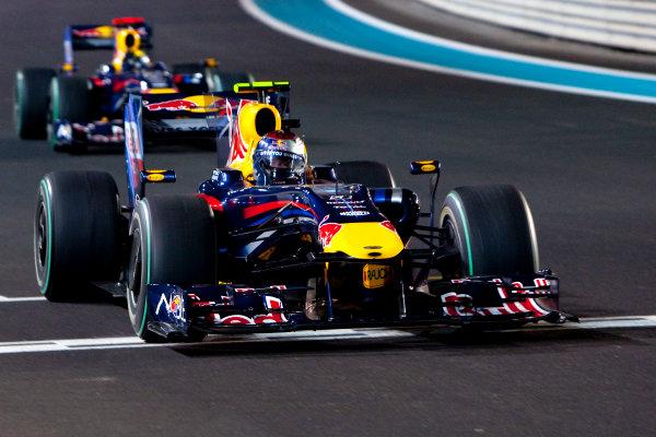 Yas Marina Circuit, Abu Dhabi, United Arab Emirates 1st November 2009. Sebastian Vettel, Red Bull Racing RB5 Renault, 1st position, leads Mark Webber, Red Bull Racing RB5 Renault, 2nd position. Action.  World Copyright: Alastair Staley/LAT Photographic  ref: Digital Image _O9T7704