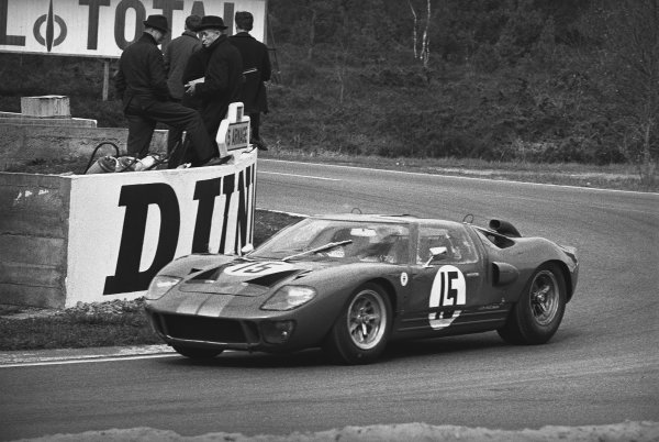 1966 Le Mans Testing. Le Mans, France. 2nd - 3rd April 1966. Jackie Stewart/John Whitmore (Ford GT40 Mk II), action.  World Copyright: LAT Photographic. Ref:  1252 - 25.