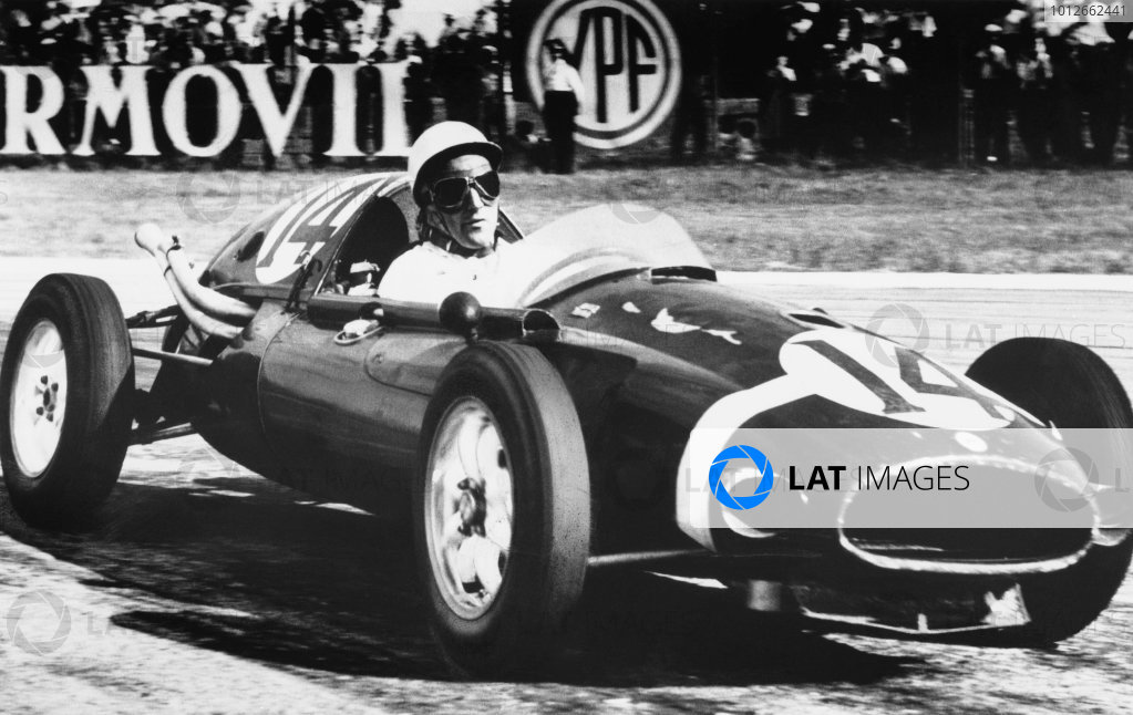Buenos Aires, Argentina. 19th January 1958.Stirling Moss (Cooper-Climax), 1st position, action. World Copyright: LAT PhotographicRef: B/W Print.