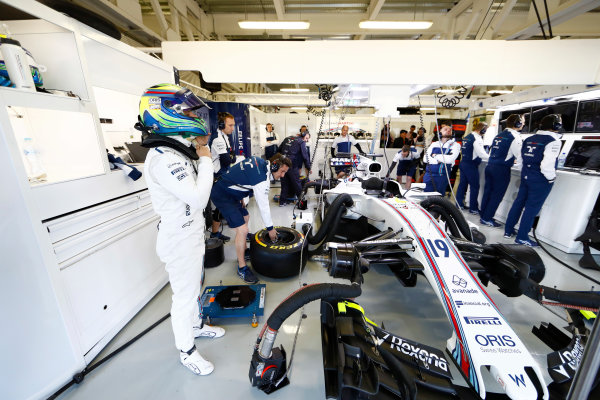 Autodromo Hermanos Rodriguez, Mexico City, Mexico. Saturday 28 October 2017. Felipe Massa, Williams FW40 Mercedes, prepares in the team's garage for FP3. World Copyright: Zak Mauger/LAT Images  ref: Digital Image _56I5067