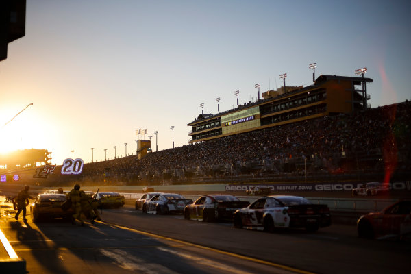 Monster Energy NASCAR Cup Series Ford EcoBoost 400 Homestead-Miami Speedway, Homestead, FL USA Sunday 19 November 2017 Matt Kenseth, Joe Gibbs Racing, DEWALT Hurricane Recovery Toyota Camry pit stop, sunset World Copyright: Barry Cantrell LAT Images
