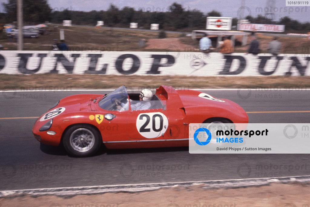 Jean Guichet (FRA) / Nino Vaccarella (ITA) Ferrari 275P. Le Mans 24 Hours, Le Mans, France, 21 June 1964.