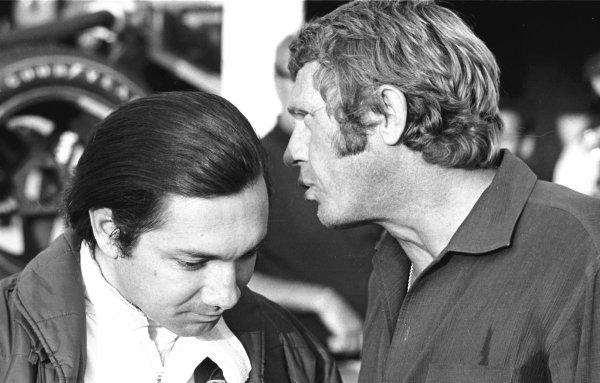 13-14 June 1970 Steve McQueen (right) talks to Pedro Rodriguez Ref-3146/15 World Copyright - LAT Photographic