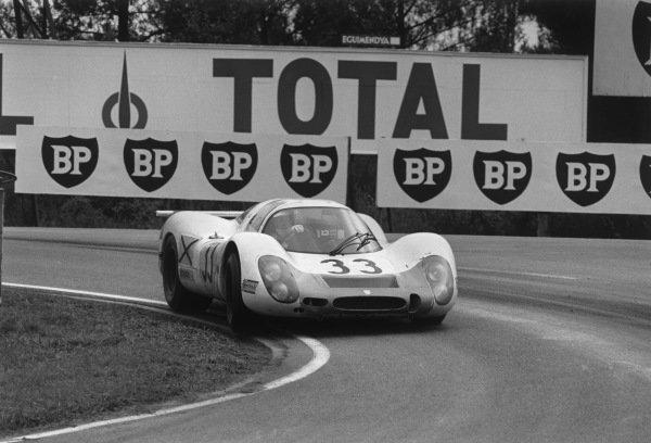 Le Mans, France. 28-29 September 1968.Rolf Stommelen/Jochen Neerpasch (Porsche 908/8), 3rd position, action. World Copyright: LAT PhotographicRef: 2176 - 14-14A.