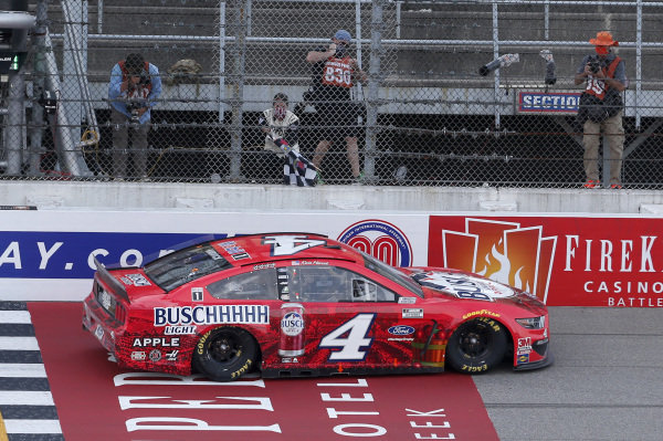 #4: Kevin Harvick, Stewart-Haas Racing, Ford Mustang Busch Light Apple