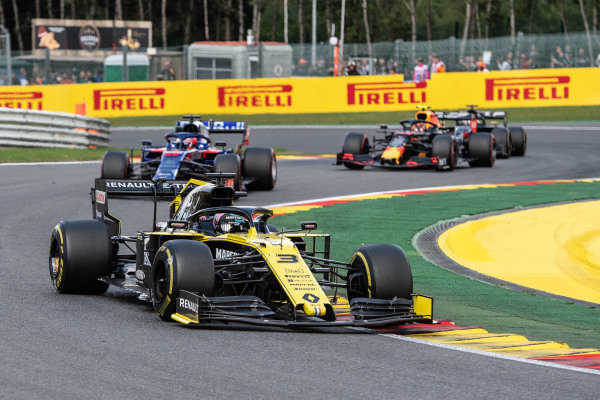 Daniel Ricciardo, Renault R.S.19, leads Daniil Kvyat, Toro Rosso STR14, and Alexander Albon, Red Bull RB15