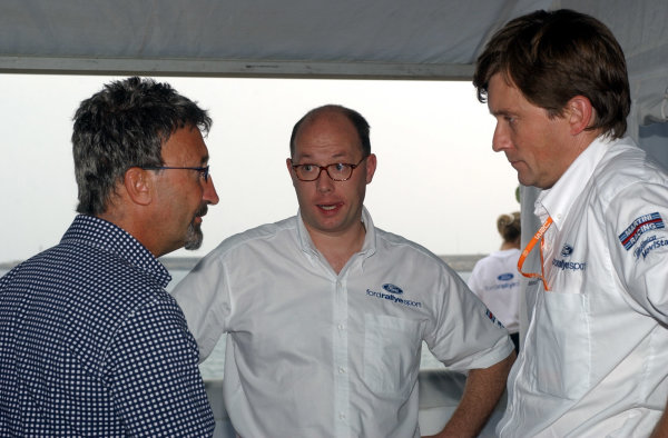 2002 World Rally Championship.Rallye d'Italia, 20-22 September.Sanremo, Italy.Eddie Jordan (L) and Martin Whitaker (R) in the Ford hospitality area at the Imperia Service Park.Photo: Ralph Hardwick/LAT
