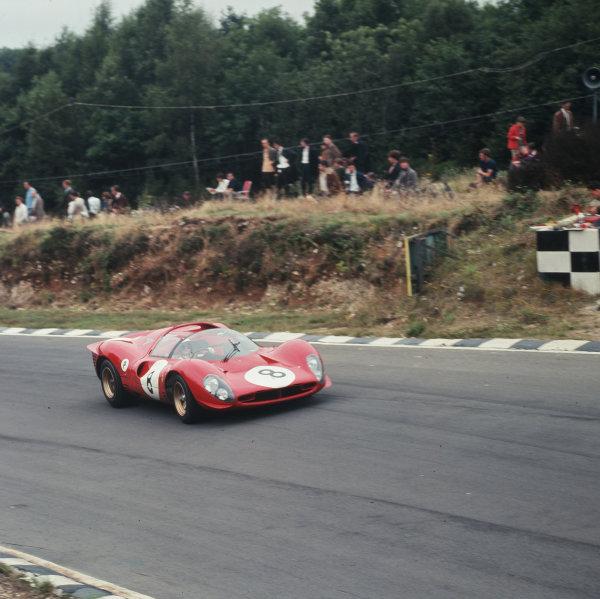 1967 BOAC 500.Brands Hatch, Great Britain.30 July 1967.Paul Hawkins/Jonathan Williams (Ferrari 330P4), 6th position.Ref-3/3137.World - LAT Photographic