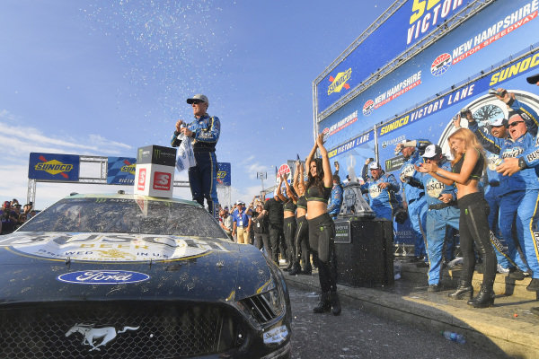 #4: Kevin Harvick, Stewart-Haas Racing, Ford Mustang Busch Beer / National Forest Foundation  Winner
